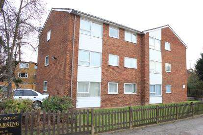 2 Bedrooms Flat for sale in Hainault, Essex