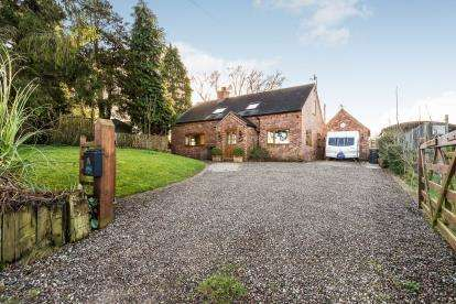 4 Bedrooms Detached House for sale in Chorley, Bridgnorth, Shropshire