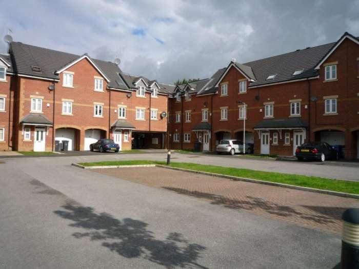 2 Bedrooms Apartment Flat for sale in Regents Court, Verdant Lane, Eccles, Manchester, M30 7QA