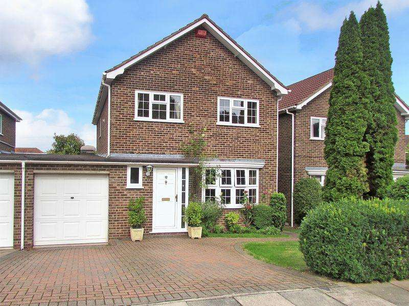 4 Bedrooms Detached House for sale in Monterey Close, Bexley