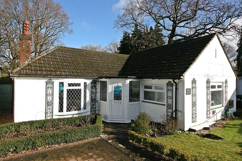 2 Bedrooms Bungalow for sale in Oakhurst Way , Netley, Southampton, SO31 5AY