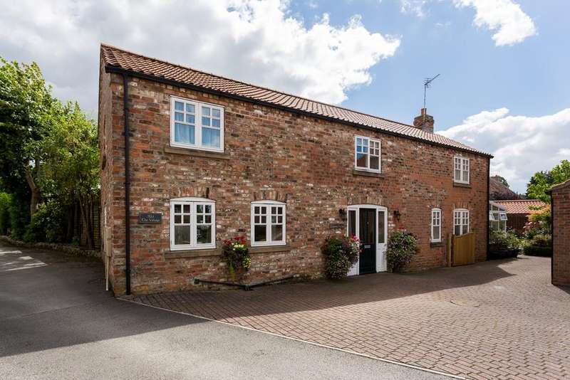 3 Bedrooms Detached House for sale in The Village, Stockton on the Forest, York, YO32