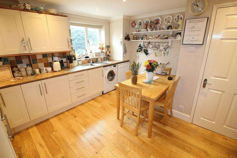 3 Bedrooms Terraced House for sale in Pendall Close, Barnet