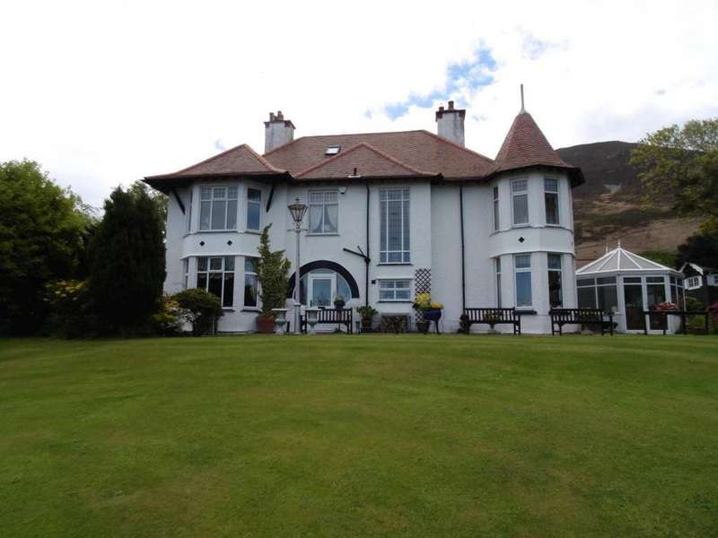 4 Bedrooms Detached House for sale in Treforris House, Dwygyfylchi, LL34 6RG