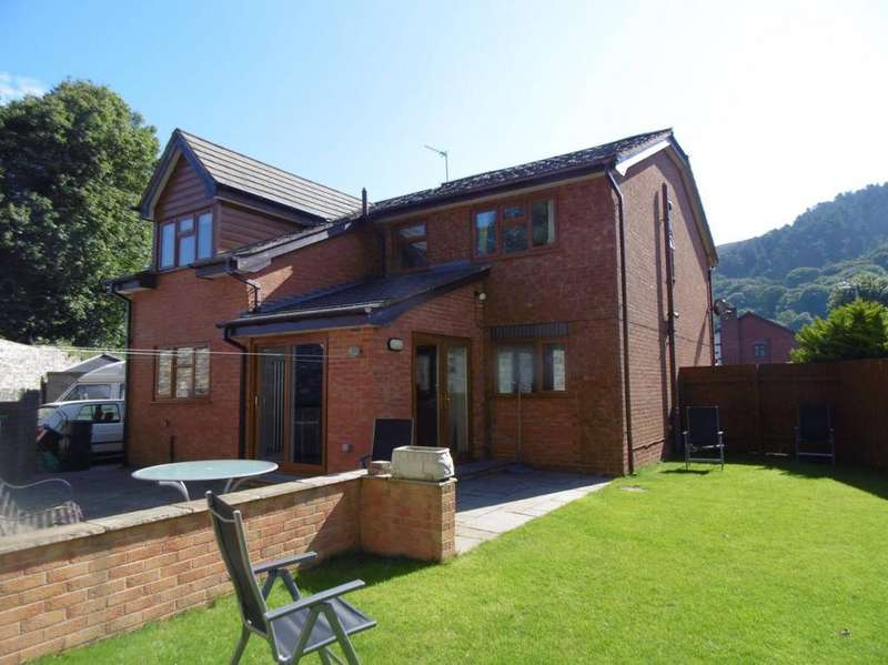 4 Bedrooms Detached House for sale in 19 Gardd Eryri, Dwygyfylchi, LL34 6PW