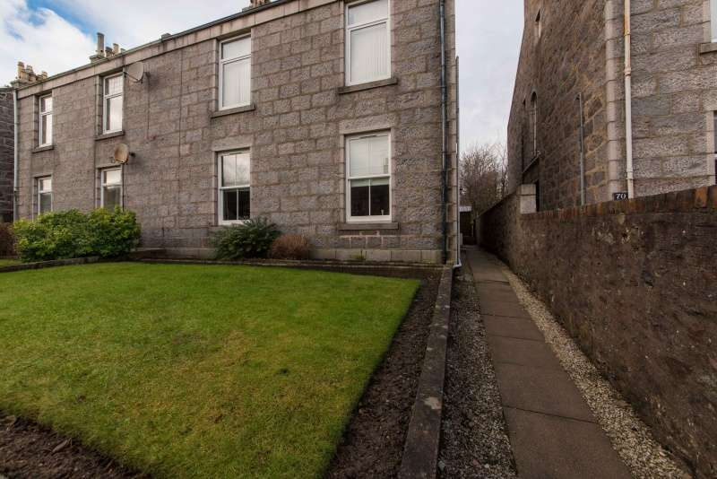 3 Bedrooms Ground Flat for sale in Irvine Place, Aberdeen, Aberdeenshire, AB10 6HB