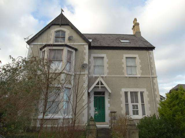 2 Bedrooms Flat for sale in Flat 3 12 Woodland Road West, Colwyn Bay, LL29 7DH