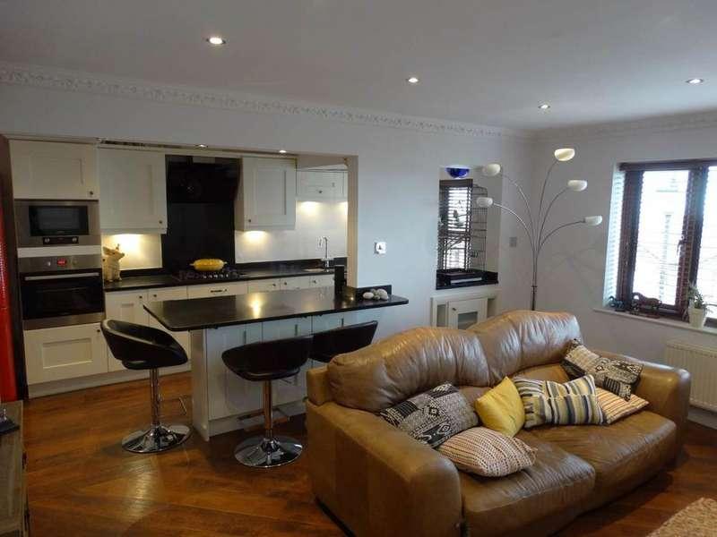 2 Bedrooms Terraced House for sale in 28 Bryn Colwyn, Old Colwyn, LL29 9LJ