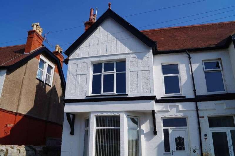 3 Bedrooms Maisonette Flat for sale in 3A Maelgwyn Road, Llandudno, LL30 2YN