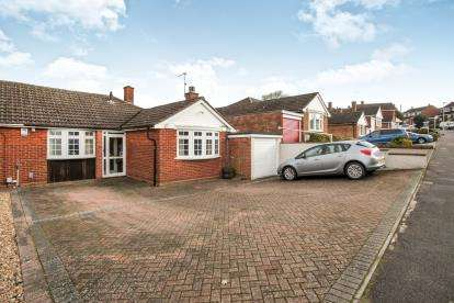 3 Bedrooms Bungalow for sale in Langdale Road, Dunstable, Bedfordshire, England