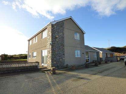 3 Bedrooms Detached House for sale in Deunant Road, Aberdaron, Gwynedd, LL53