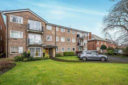 2 Bedrooms Flat for sale in Shore Road, Southport, Lancashire, Uk, PR8
