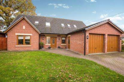 4 Bedrooms Detached House for sale in Cocker Lane, Leyland, PR26