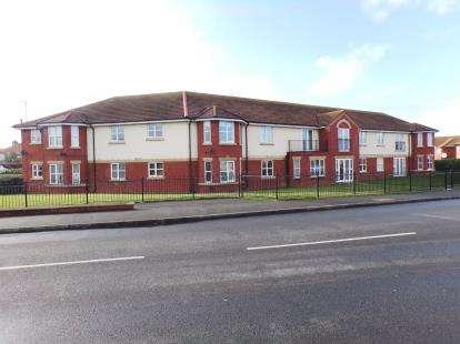 2 Bedrooms Flat for sale in Rhodfa Cowlyd, Prestatyn, Denbighshire, LL19