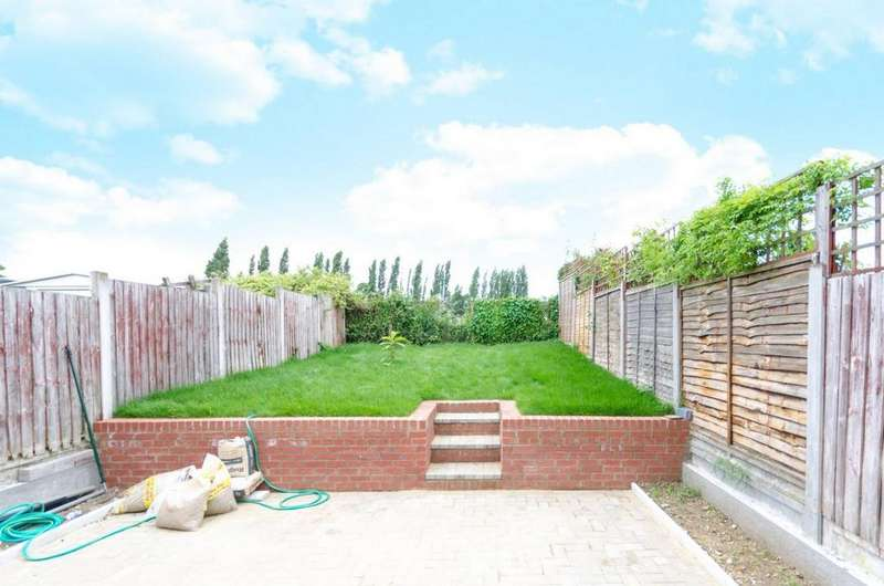 4 Bedrooms House for rent in Colson Road, Loughton/Essex, IG10