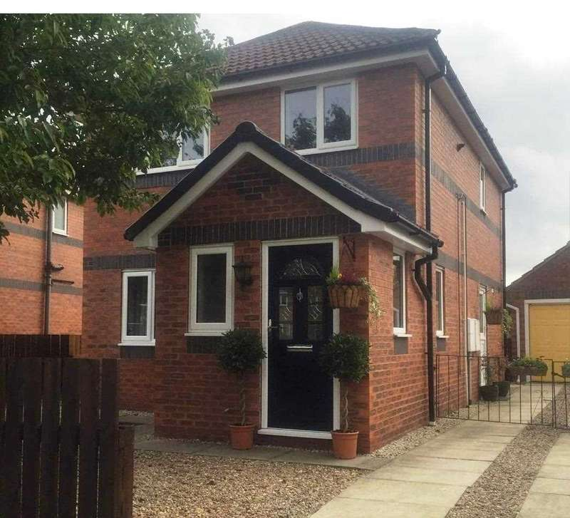 3 Bedrooms Detached House for sale in Maple Tree Avenue, Barlby, Selby