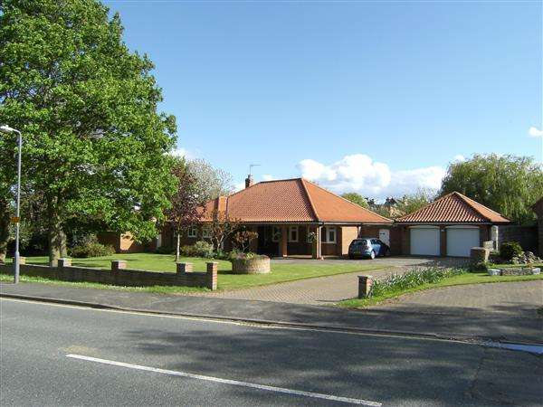 3 Bedrooms Bungalow for sale in Church Cliff Drive, Filey