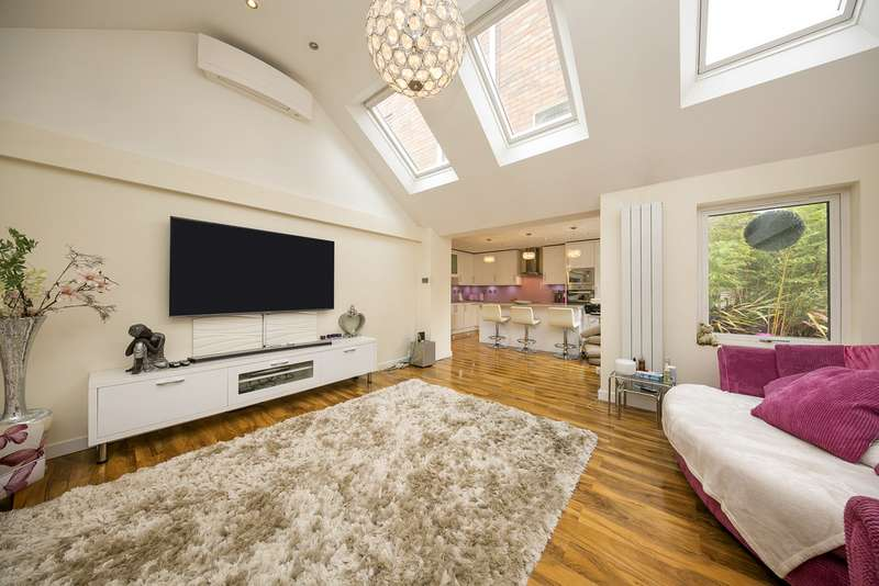 5 Bedrooms Semi Detached House for sale in Park Crescent, Twickenham TW2