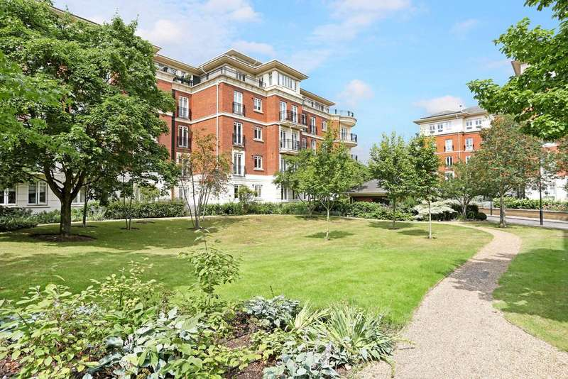 2 Bedrooms Flat for sale in 28 Clevedon Road, London TW1