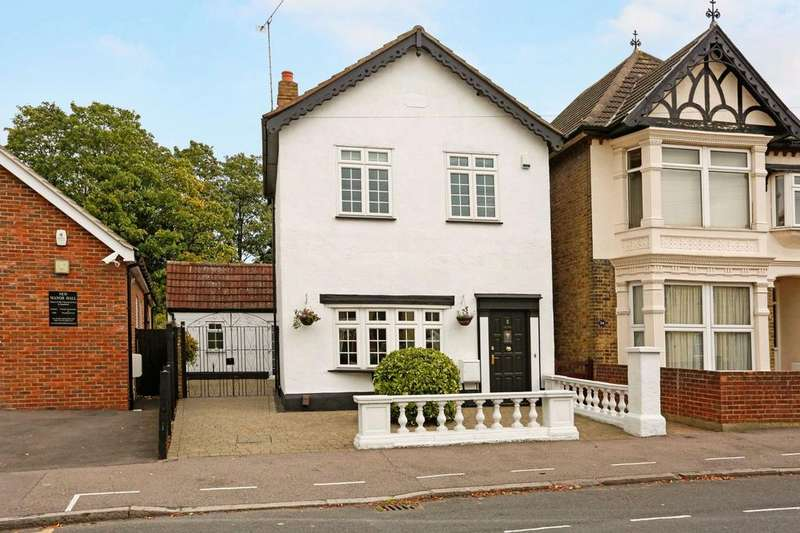 4 Bedrooms Detached House for sale in Manor Road, Romford, RM1