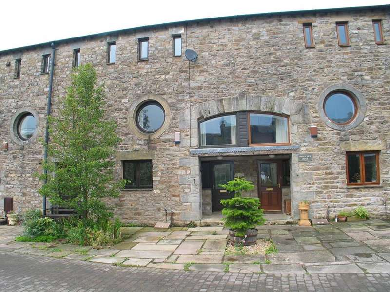 3 Bedrooms Barn Conversion Character Property for sale in Bowland House, Narr Lodge, Quernmore, Lancaster LA2 9EF