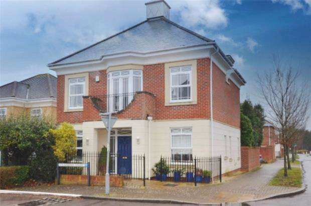 4 Bedrooms Detached House for sale in Strawberry Court, Deepcut, Camberley