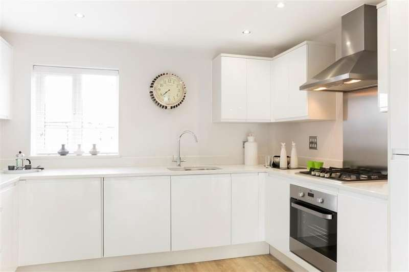 2 Bedrooms Flat for sale in Off Kiln Drive, Hambrook, PO18