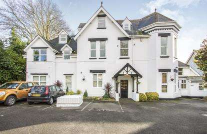 2 Bedrooms Flat for sale in 13 Cavendish Road, Bournemouth, Dorset