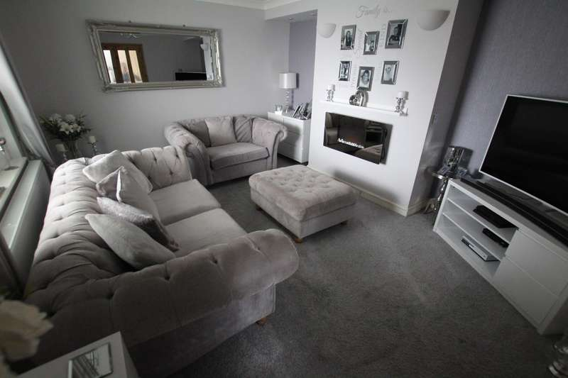 3 Bedrooms End Of Terrace House for sale in Kirkwall Drive, Bradford, BD4 0DL