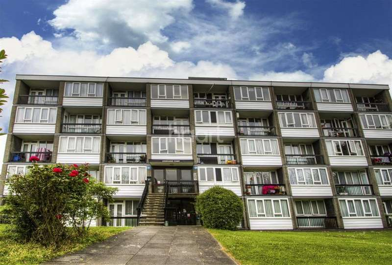 2 Bedrooms Flat for sale in Ashbourne Close, Finchley, N12