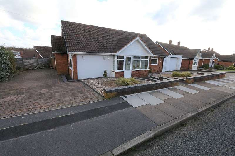 3 Bedrooms Detached Bungalow for sale in Marmion Drive, Birmingham, West Midlands, B43 6EY