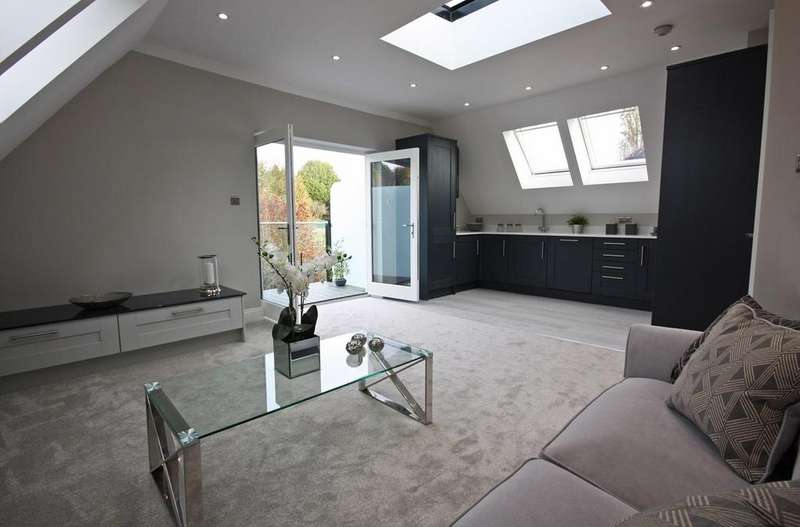 2 Bedrooms Apartment Flat for sale in Shenfield Road, Brentwood, CM15