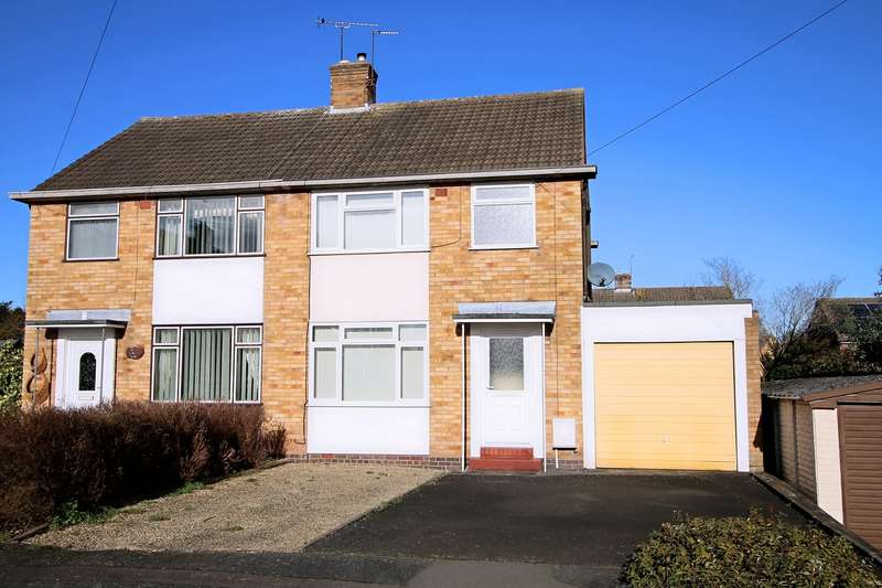 3 Bedrooms Semi Detached House for sale in Hawthorn Grove, Kidderminster, DY11