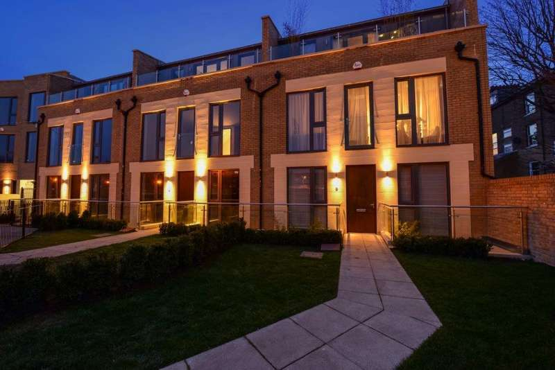 4 Bedrooms Terraced House for rent in The Crescent, Gunnersbury Mews, Chiswick, W4 4BF