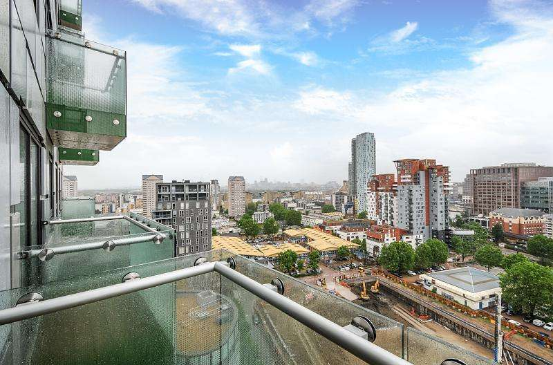 Block Of Apartments Flat for sale in Talisman, Lincoln Plaza, Canary Wharf,London, London, E14