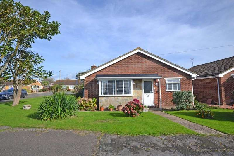 3 Bedrooms Detached Bungalow for sale in Harcourt Way, Selsey, PO20