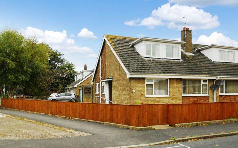 2 Bedrooms Semi Detached Bungalow for sale in Warn Avenue, Hedon