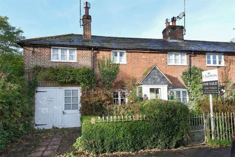 2 Bedrooms End Of Terrace House for sale in The Dean, Alresford, Hampshire