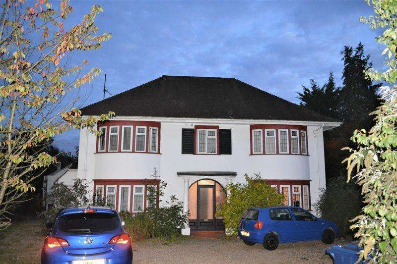 4 Bedrooms Detached House for sale in Uphill Drive, London
