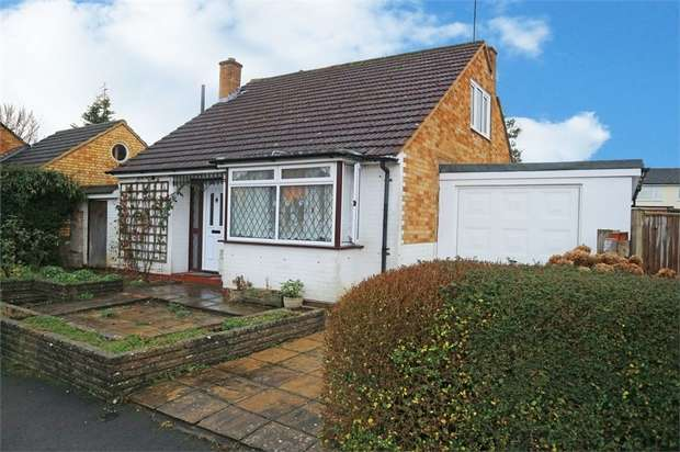 4 Bedrooms Detached Bungalow for sale in Ashley Road, Woking, Surrey