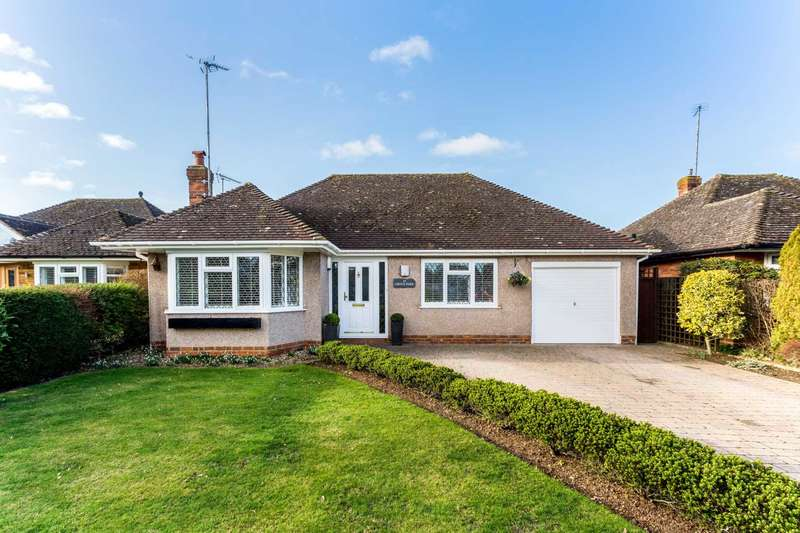2 Bedrooms Detached Bungalow for sale in Grove Park, Tring