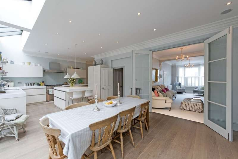 5 Bedrooms Terraced House for sale in Sugden Road, Battersea, London