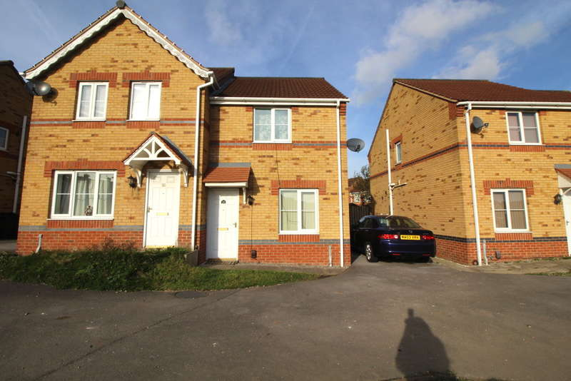 2 Bedrooms Semi Detached House for sale in Thorn Royd Drive, Holmewood