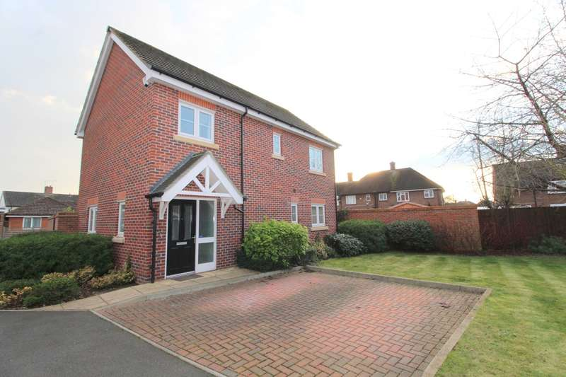 4 Bedrooms Detached House for sale in Abbey Gardens, Ashford, TW15