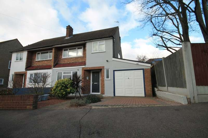 3 Bedrooms Semi Detached House for sale in Manor Close, Romford, RM1