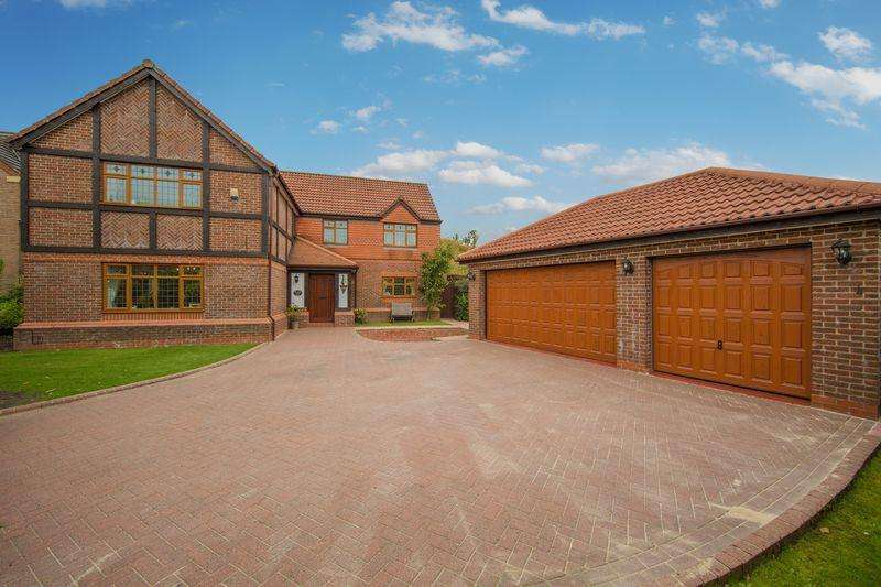 5 Bedrooms Detached House for sale in Greenview Drive, Norden, Rochdale