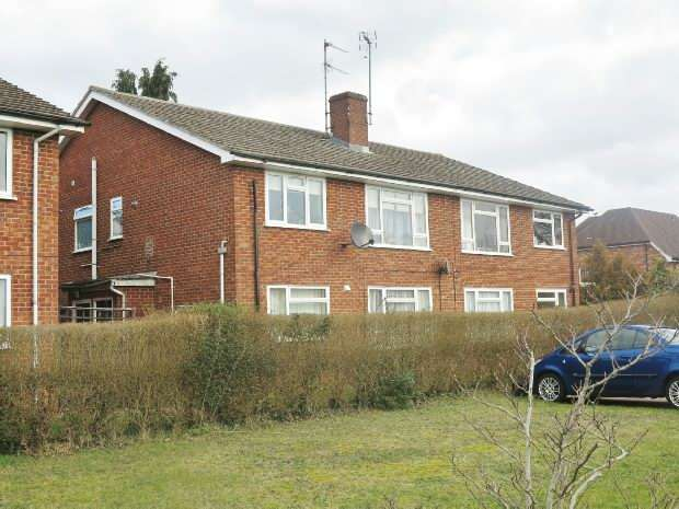 2 Bedrooms Flat for sale in Roman Way, Earley, Reading