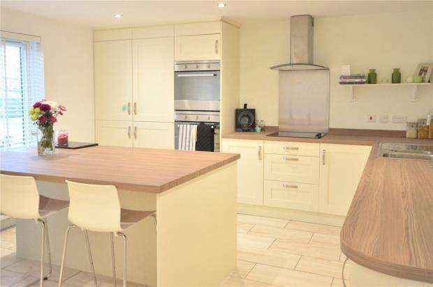 4 Bedrooms Semi Detached House for sale in Loggon Road, Basingstoke, Hampshire