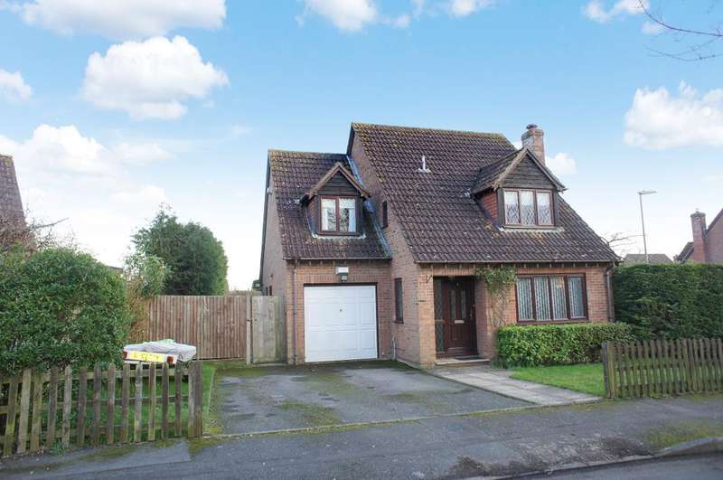 4 Bedrooms Detached House for sale in Dellfield, Oakley, Hants, RG23 7BZ