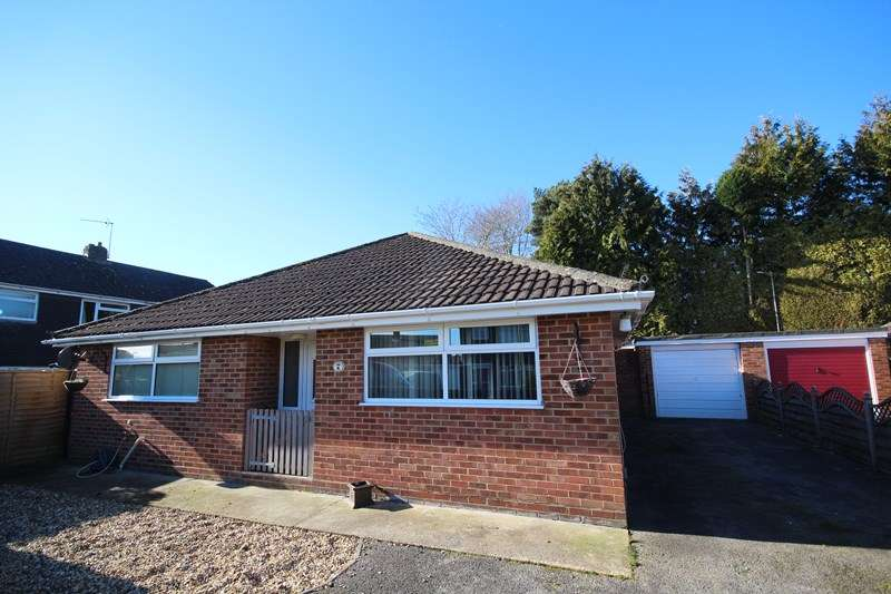 3 Bedrooms Bungalow for sale in Gardner Road, Ringwood